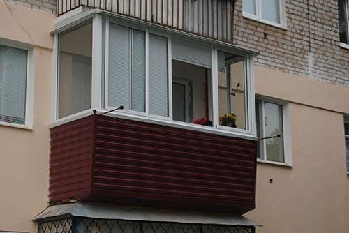 Osteklenie-balkona-Aluminii